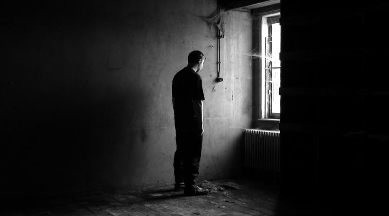 Commerciante di Palermo si lancia dal quarto piano
