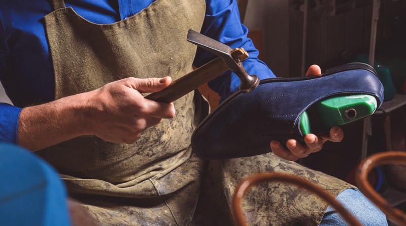 wpid-calzaturificio-calzature-scarpe-artigiano-lavoro.jpg